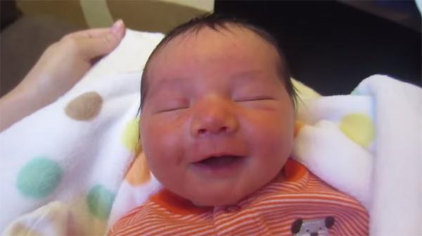Bebês, mestres dos sorrisos