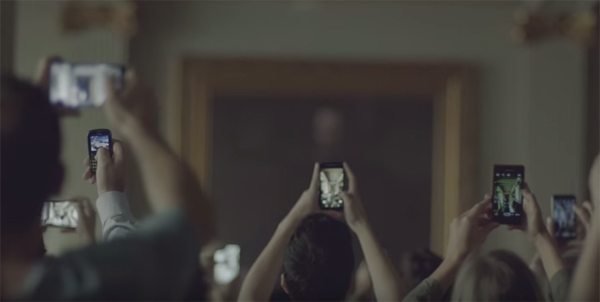 Comercial fala sobre o fanatismo com o smartphone