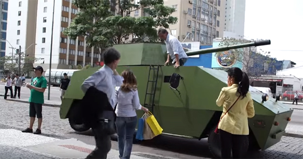 Como usar o tanque de guerra para encarar o trânsito
