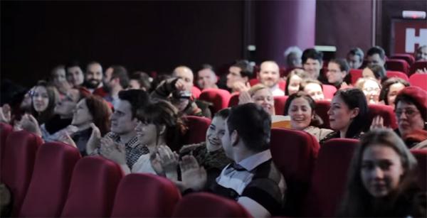 Convite surpreendente em sala de cinema