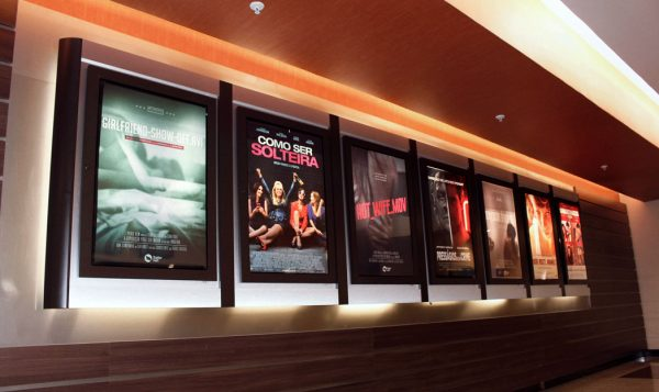 Posteres sobre vídeos íntimos nos cinemas